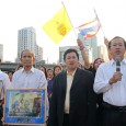 On Friday 25 November, 2011, two groups opposing the government protested at Lumpini Park. Dr. Tul Sittisomwong's multi-colored group with a few hundred members gathered at 16.00 at the Rama […]