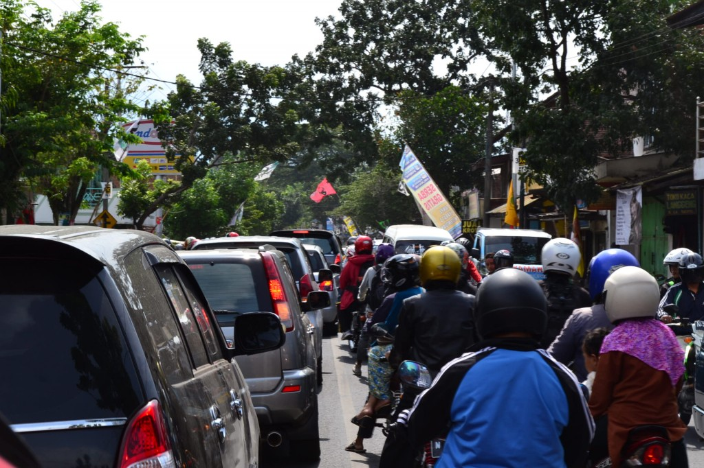 'Has there been an accident?' Traffic grinds to a halt as Jokowi meets the punters.