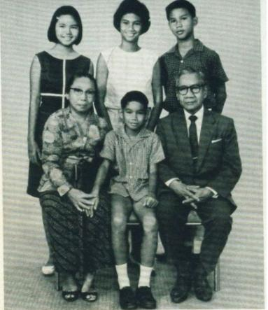 Raden Mas Margono Djojohadikusumo (lower right corner), the founder of the National Bank of Indonesia, is the grandfather of Prabowo Subianto (upper right corner), the controversial presidential candidate. Claims to a blue-blood family history has formed part of his campaign.