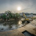 In this photo essay, Ray Yen captures powerful images of Kampung Pulo's demolition.