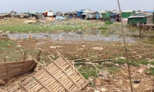 Livelihoods on the Tonle Sap lake are increasingly precarious. Photo: Sarah Milne