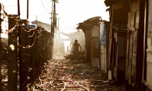 A Manilia slum. Photo by Adam Cohn on flickr.