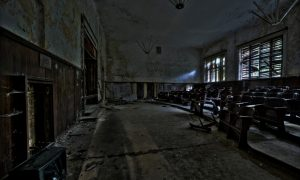 Empty-lecture-theatre-1000-768x508