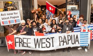 https://upload.wikimedia.org/wikipedia/commons/7/78/Free_West_Papua_Protest_Melbourne_August_2012.jpg